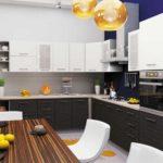 Яркие акценты в черно-белой кухне