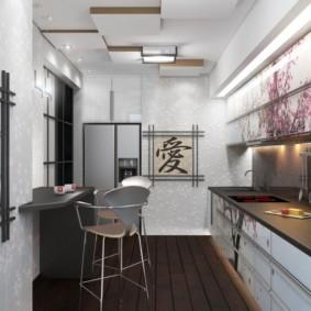 Зеркало на стене кухни с прямым гарнитуром