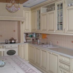 Классический гарнитур для кухни средней площади