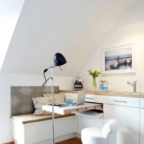 Выдвижной столик в кухонном гарнитуре