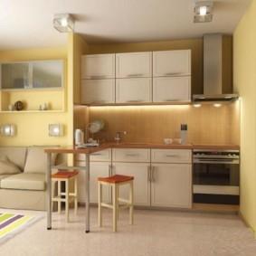 Желтые стены в кухне современного стиля