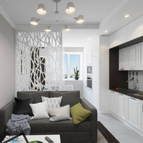 Декоративная перегородка за серым диваном
