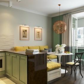 Кухня-гостиная с балконом в частном доме