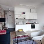 Синий диван в кухне-студии