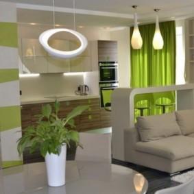 Зеленые шторы в кухне-гостиной современного стиля