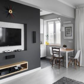 Телевизор в нише на стене гостиной