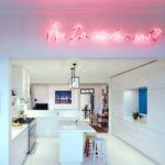 Неоновая надпись на потолке кухни