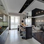 Многоуровневый потолок в кухне-гостиной
