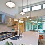 Рабочая зона кухни в частном доме