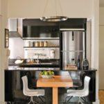 Столик для двоих членов семьи на кухне в стиле хай-тек