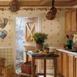 Сковородки на потолке кухни