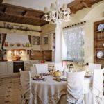 Чехлы на высоких спинках кухонных стульев