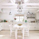 Белая мебель в дизайне кухни