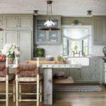 Серая мебель с рамочными фасадами