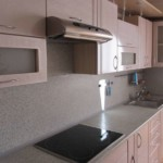 Подвесная вытяжка над кухонной плитой