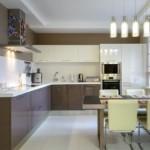 Подвесные светильники в кухне с г-образным гарнитуром