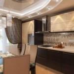 Натяжной потолок в кухне городской квартиры