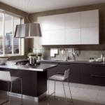 Коричневые стены современной кухни