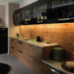 Кухонный фартук из деревянных панелей