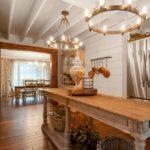 Оригинальные люстры в интерьере кухни