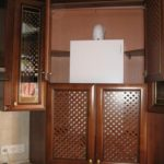 Решетчатые дверцы кухонного шкафа