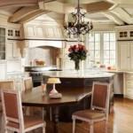 Рельефный потолок в кухне частного дома