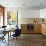 Кирпичная стена в кухне смешанного стиля
