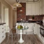 Прозрачная мебель в интерьере небольшой кухни
