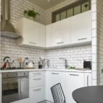 Отделка плиткой кабанчик стен угловой кухни