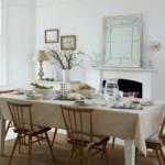 Ситцевая скатерть на обеденном столе