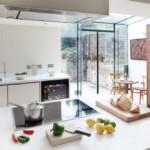 Потолочная вытяжка на кухонным островом