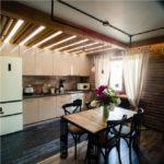 Декор потолка кухни деревянными балками