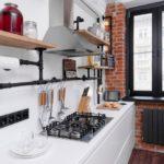 Рейлинги для кухни из водопроводных труб