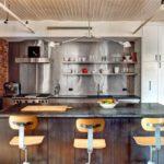 Барные стулья из фанеры в кухне стиля лофт