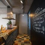 Грифельная поверхность кухонной стены