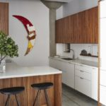 Кухонный гарнитур с фасадами под дерево