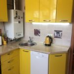 Желтый гарнитур для маленькой кухни