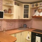 Декор кухни фарфоровыми тарелками