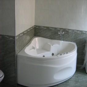 Компактная угловая ванна с гидромассажем