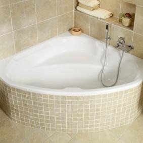 Отделка ванной комнаты плиткой бежевого цвета
