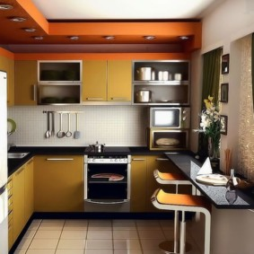 Барная стойка вместо подоконника в маленькой кухне