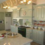 кухонная мойка в столешнице из камня