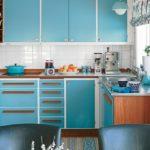Гарнитур с фасадами голубого цвета