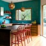 Шоколадный стол в кухне частного дома
