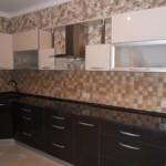Стеклянные вставки на фасадах кухонного гарнитура