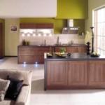 Зеленые стены кухни с коричневой мебелью