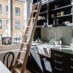 Приставная лестница в интерьере кухни