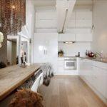 Длинная кухня с угловым гарнитуром
