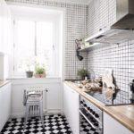 Диагональная укладка керамической плитки в кухне скандинавского стиля