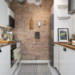 Кирпичная стена в торце кухни